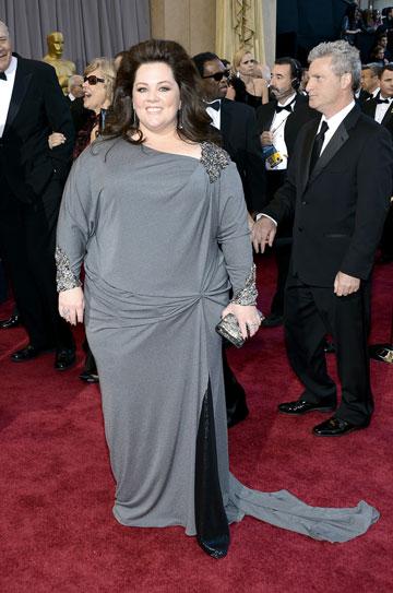 מליסה מקארתי. מבנה גוף רחב אינו תירוץ לשמלה שנראית זולה (צילום: gettyimages)