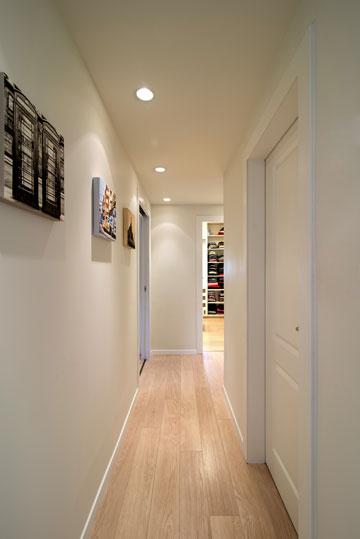 המסדרון הוצר לטובת חדר ההורים (צילום: אילן נחום)
