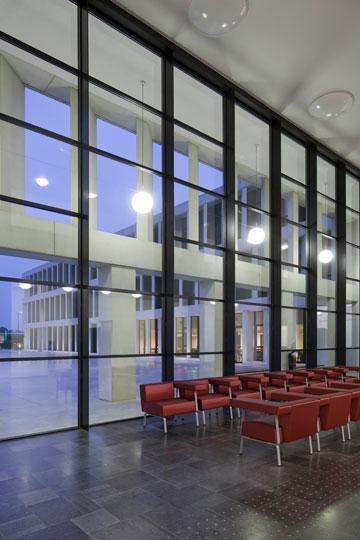 בית חולים בקורטרייק, בלגיה. ''אדריכלות היא עניין מקומי'' (באדיבות Baumschlager Eberle Wien ZT AG)