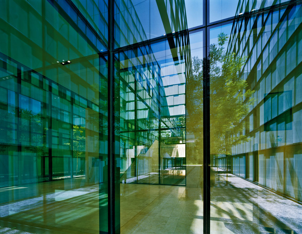 אוניברסיטת בלוואל. האסתטיקה של המבנים של אברלה חוזרת על עצמה לא מעט, משום שלא היא העיקר (באדיבות Baumschlager Eberle Wien ZT AG)