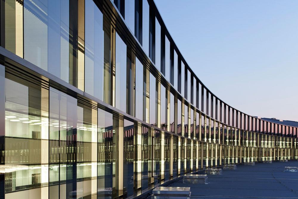 הרחבה של שדה התעופה בווינה. ''מה התרומה של הפרויקט לציבור?'' שואל אברלה. ''אם בעבר דיברנו על כמות, היום מדברים על איכות שתשפר את איכות החיים'' (באדיבות Baumschlager Eberle Wien ZT AG)