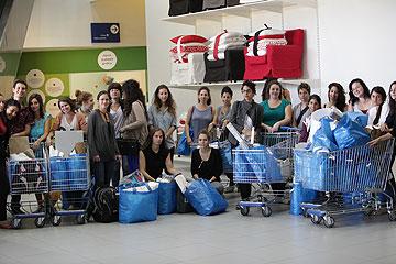 תלמידי המחלקה לעיצוב טקסטיל בשנקר יוצאים לדרך (צילום: תמי דהן)