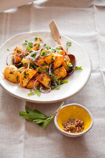 תפוחי אדמה בומביי (צילום: יוסי סליס, סגנון: נטשה חיימוביץ')