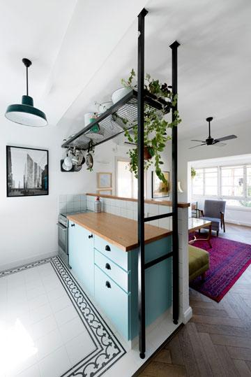 המטבח החדש נפתח חלקית לסלון (צילום: גדעון לוין,181 מעלות )