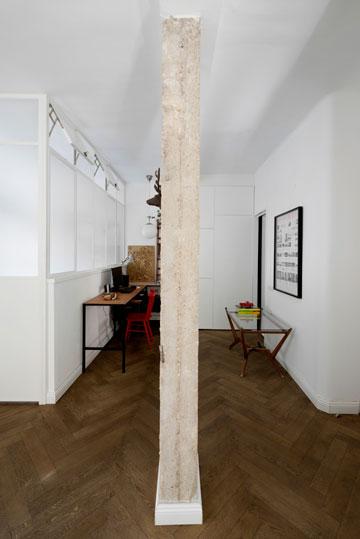 עמוד חשוף בחלל הכניסה והעבודה (צילום: גדעון לוין,181 מעלות )