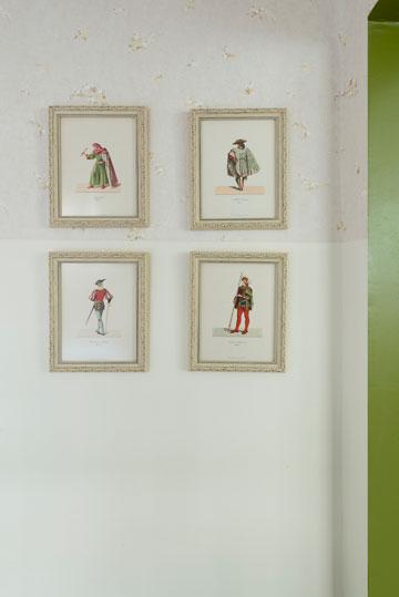 תמונות מדפים של ספר איטלקי ישן (צילום: גדעון לוין,181 מעלות )