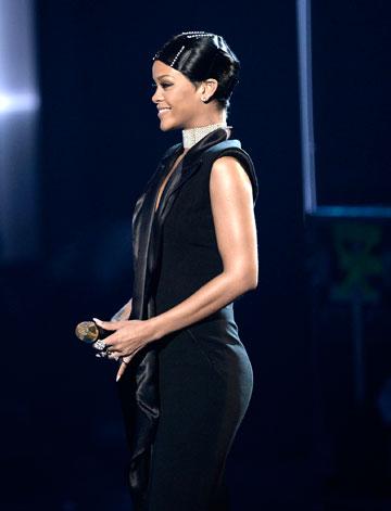 שטוח מדי? ריהאנה בפרופיל (צילום: gettyimages)