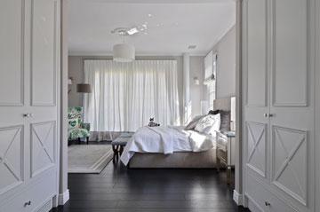 בין המיטה  לחדר הרחצה מפריד חדר הארונות (צילום: שי אדם)