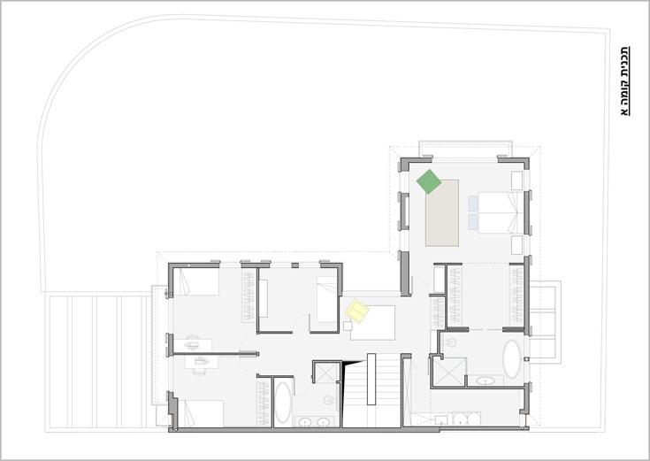 תוכנית קומת חדרי השינה: משמאל לגרם המדרגות שלושת חדרי הילדים וחדר רחצה משותף. מימין לגרם המדרגות חדר כביסה ויחידת הורים: חדר שינה וחדר רחצה, שביניהם מחבר חדר ארונות (תכנית: שרון ויזר)