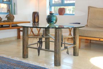 שולחן קפה מפוסל (צילום: מלכה שמיר)