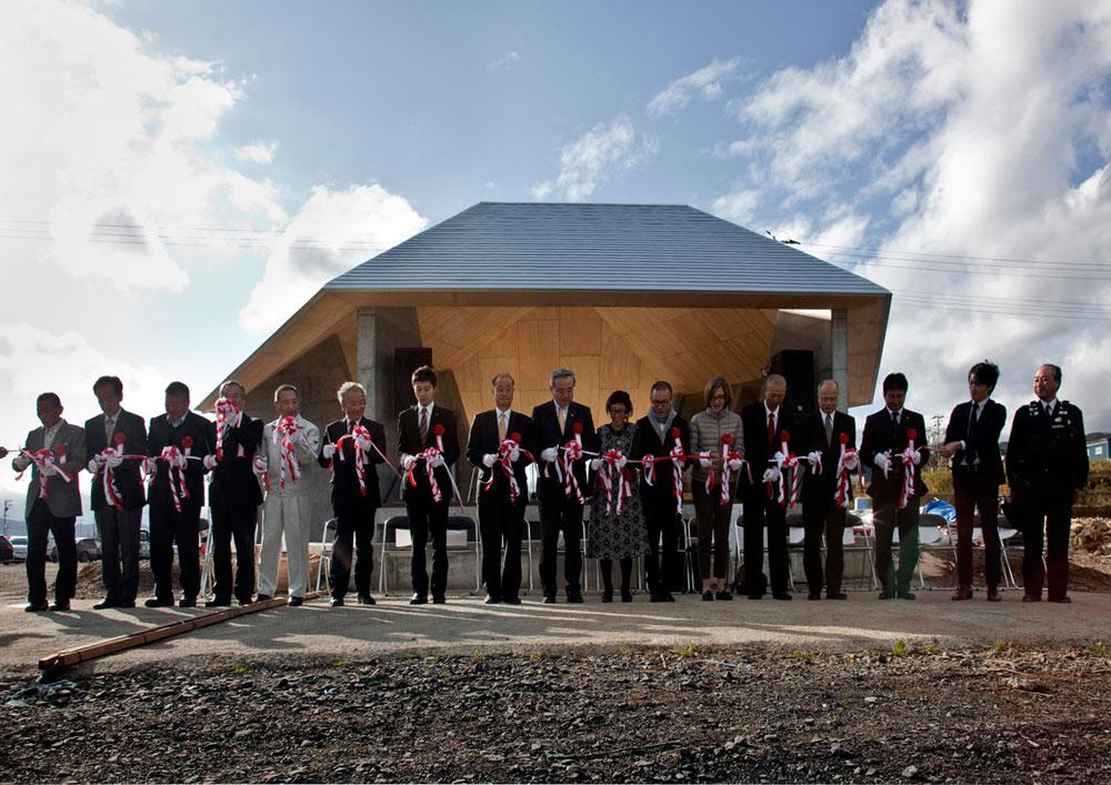טויו איטו, זוכה פרס פריצקר לאדריכלות, הוביל את הפרויקט מהרגע הראשון, ימים ספורים לאחר שהצונאמי היכה ביפן. התוצאה היא פרויקט ''בית לכל'' (צילום: photos by Hisao Suzuki)