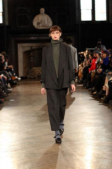 """""""לא מעוניינת להיות מצולמת 24/7"""". נעם פרוסט בשבוע האופנה בניו יורק (צילום: gettyimages)"""