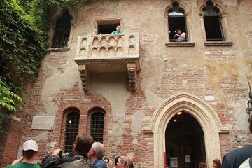 המרפסת בוורונה. ג'ולייטה הישראלית כבר הייתה סוגרת אותה (צילום: Zivya, cc)