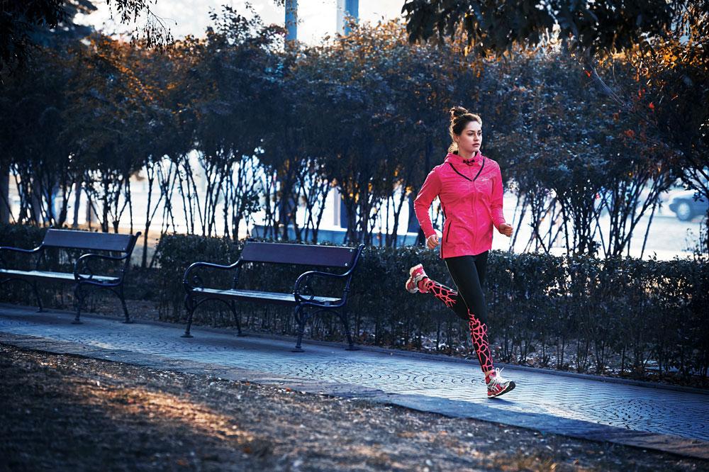נעלי ריצה הן הרבה יותר מהצהרה אופנתית. asics (צילום: קמילה סימון)