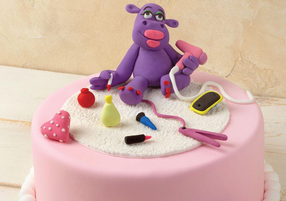 עוגת יום הולדת מקושטת בהיפית מגונדרת (צילום: סטודיו יורם אשהיים)