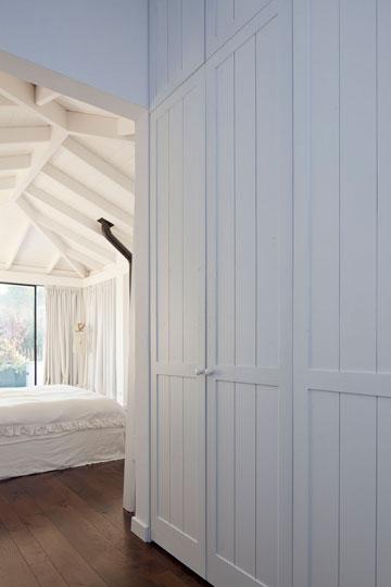 חדרה של הבת הגדולה בקומת הגג (צילום: עמית גרון)