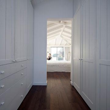 לכל בת חדר שינה עם חדרי רחצה וארונות צמודים (צילום: עמית גרון)