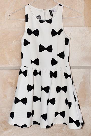 """שמלה, H&M. """"מאוד אהבתי את השמלה הזאת, אבל כשהגעתי חזרה למלון גיליתי שהיא קטנה עליי. היא שמורה לאחותי בת ה-12"""" (צילום: ענבל מרמרי)"""