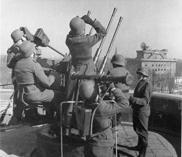 אש נורית מבונקר נאצי (צילום: German Federal Archives, ,Pilz, cc)