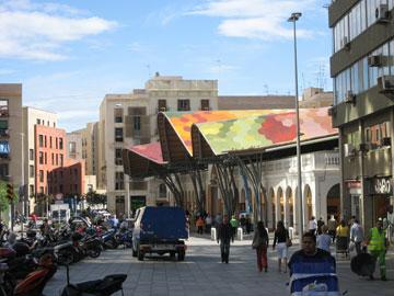 שוק סנטה קתרינה בברצלונה. שילוב מוצלח יותר (צילום: BocaDorada, cc)