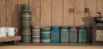 כלי מטבח מפימו, עבודת יד שהוענקה למשפחה במתנה  (צילום: גלעד רדט)