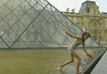 הפירמידה בלובר בפריז. עדנה בסוף המאה ה-20 (צילום: gettyimages)