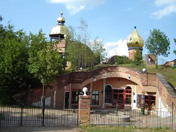 גג ירוק על  גן ילדים בפרנקפורט שתכנן הונדרטוואסר (צילום: Gerbil)
