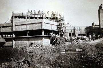חדר האוכל בשלב הבנייה, 1933-1935 (באדיבות ארכיון תל יוסף)