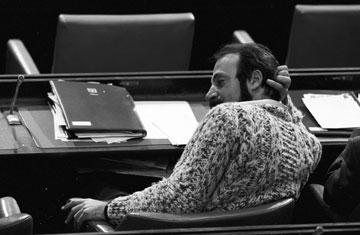 """נוף במליאת הכנסת, 1979. """"לא הצליחו לתייג אותי"""" (צילום: דוד רובינגר)"""