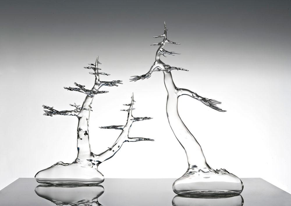 אביו של קרסטני הוא נגר, שמגדל כתחביב עצי בונסאי. לכן העצים הם מוטיב שמלווה את קרסטני מתחילת דרכו: ''אני אוהב את הדאגה לעץ באופן הזה, קצת כמו שדואגים לילד'', הוא מסביר. עד עכשיו התמקד בגזע ובענפים (כמו בעצים שנראים בתמונה), ורק בירושלים נתן דעתו גם על השורשים