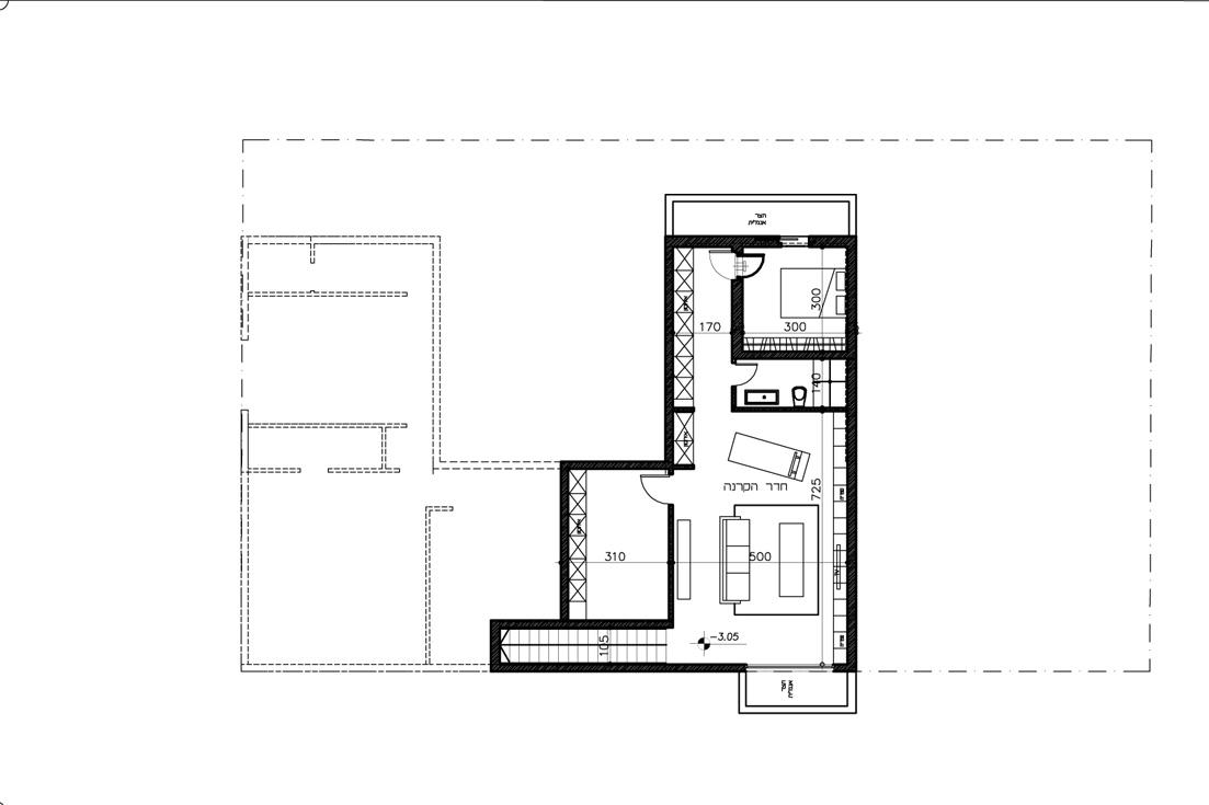 """תוכנית קומת המרתף, שתופס כמחצית משטחה של קומת הקרקע: ממ""""ד, שירותים, חדר פנאי ומחסן (תכנון: אדריכלית מאיה כדיר)"""