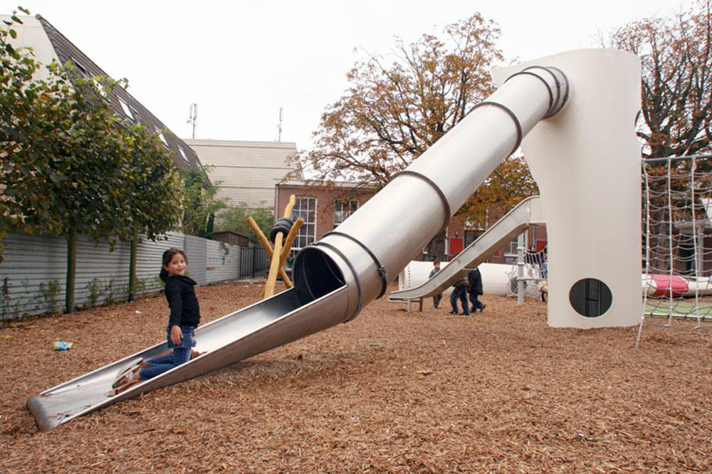 הדוגמה ההולנדית: פארק ברוטרדם שמשתמש בטחנות רוח נטושות כדי להפוך את הכנפיים שלהן למתקני שעשועים (צילום: Superuse Studios)