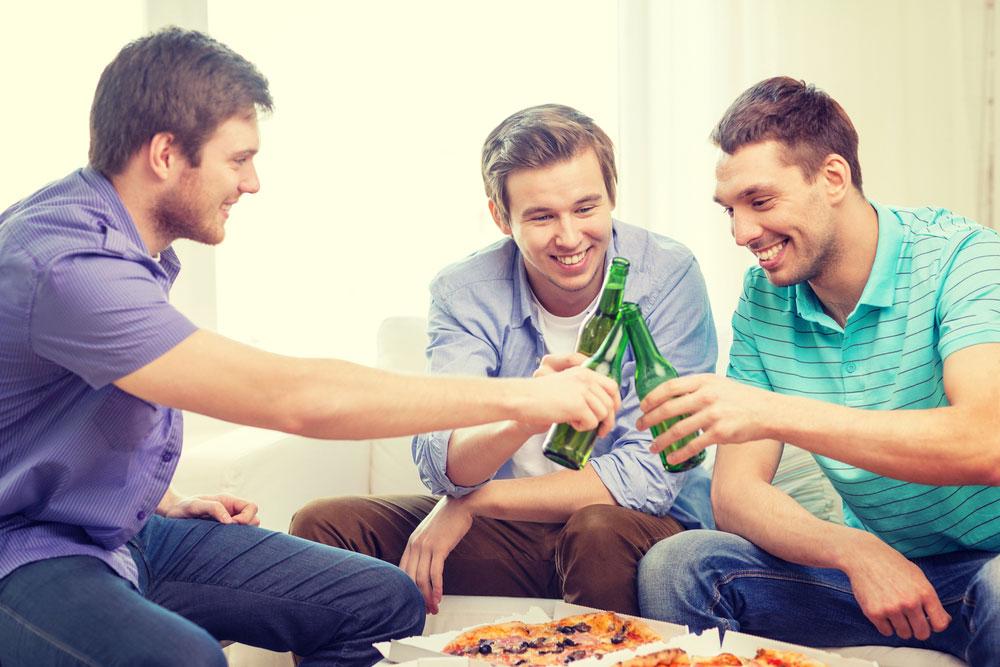 """חו""""ל, אלכוהול, בחורות ובילויים - החיים האחרים שלי, ביקום מקביל (צילום: shutterstock)"""