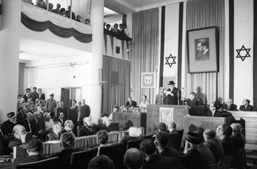 """השבעת הנשיא זלמן שז""""ר בבית פרומין בירושלים, 1963 (צילום: דוד רובינגר)"""