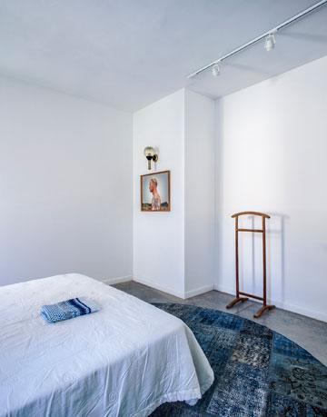 חדר השינה הצמוד. התמונה היא של ליאור חורש (צילום: יואב גורין)