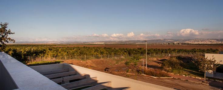 הנוף ממרפסת הקומה השנייה (צילום: יואב גורין)