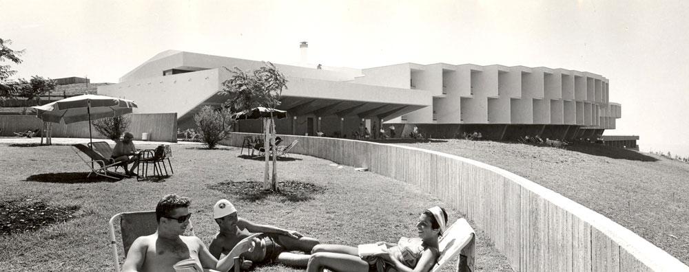 בית ההבראה ''מבטחים'' היה נציג בולט במפעל בתי ההבראה של ההסתדרות הכללית ברחבי הארץ. עם נפילת מפא''י, בא גם הקץ על צורת הבילוי הפופולרית הזו (באדיבות ארכיון רכטר אדריכלים)