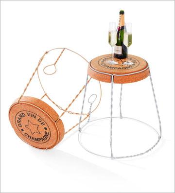 שולחן צד בצורה של פקק שמפניה. חנות המתנות KOLBOKOOL (צילום: צוות  KOLBO.CO)