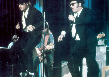"""שיחק זמר אבל לא ממש ידע לשיר. """"האחים בלוז"""" (צילום: rex/asap creative)"""