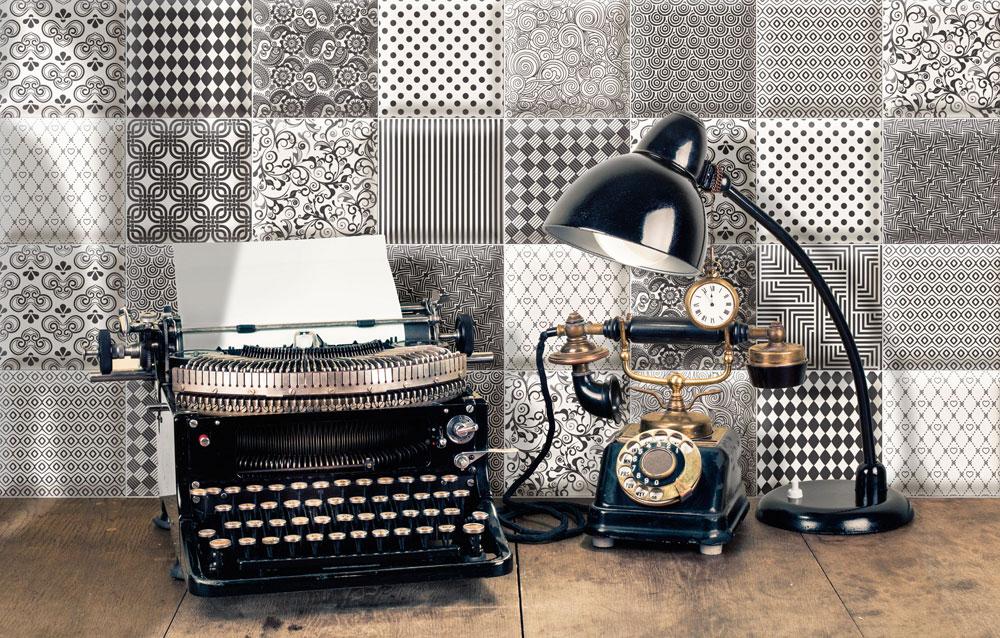 סדרת האריחים הספרדית bombto נותנת מענה לכמה טרנדים בולטים: האריחים עוצבו בסגנון וינטג', בשחור-לבן ועם בליטות בדוגמאות גיאומטריות. מ-416 שקל למ''ר, רשת אלוני (צילום: אסף לוי)
