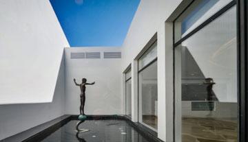 אוסף האמנות הישראלית מפוזר בכל רחבי המתחם (צילום: איתי סיקולסקי )