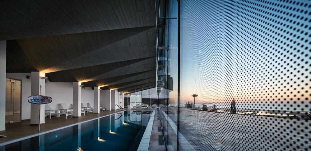 מבט נוסף על בריכת השחייה במלון אלמא. זו לא הייתה בריכת שחייה בגלגול הקודם: היה זה חדר המכונות של בית ההבראה (צילום: איתי סיקולסקי )