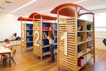 הספרייה הזמנית. בבניין החדש תהיה ספרייה גדולה יותר (צילום: טל ניסים)