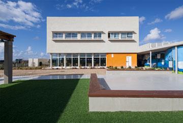 """הבניין הראשון, שנחנך בספטמבר האחרון. 65 תלמידים, 1,000 מ""""ר (צילום: טל ניסים)"""