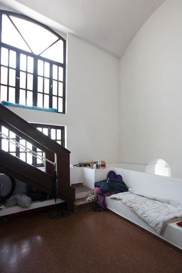 הבית כיום. הדיירים לא מודעים להיסטוריה של הבניין (צילום: דור נבו )
