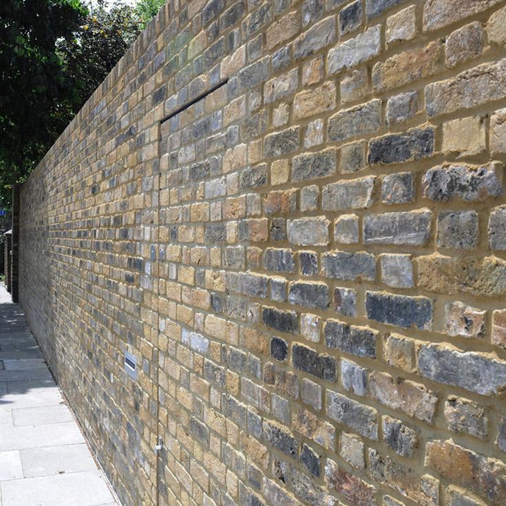 הנה עוד חומה כזו. אמנם ישנה, אמנם בלונדון, אבל גם היא הורגת את הרחוב (צילום: David Grandorge)