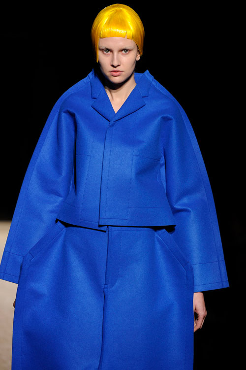פאות צבעוניות בתצוגת האופנה של קום דה גרסון (צילום: GettyImages)