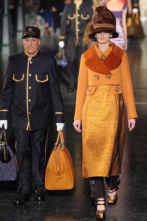 התצוגה של לואי ויטון בשבוע האופנה בפריז (צילום: GettyImages)