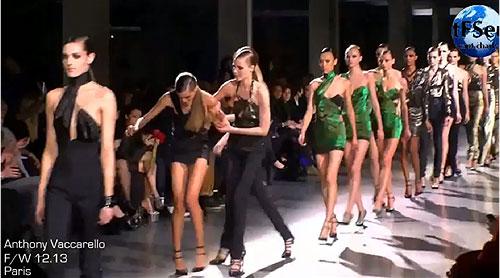 הדוגמנית פאולין הואראו מועדת בתצוגת האופנה של אנתוני וקרלו