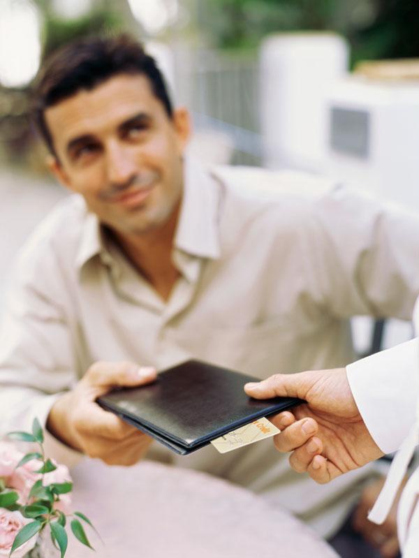 פייר, היית יוצאת עם בחור בלי כסף? (צילום: thinkstock)